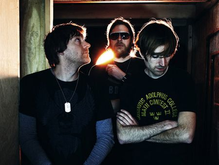 A-place-to-bury-strangers_image